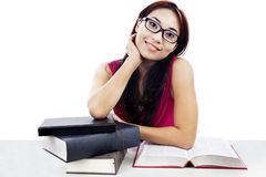 Vriendschappelijke vrouwelijke student stock foto's