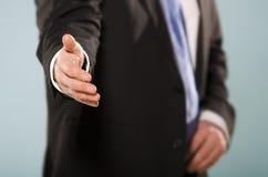 Vriendschappelijke zakenman die hand voor schok aanbieden. royalty-vrije stock afbeeldingen