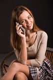 Vrij aantrekkelijke jonge sexy vrouw die glimlachen met Royalty-vrije Stock Fotografie