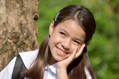 Vrij Aziatische Vrouwelijke Student Wondering Wearing Uniform stock foto's