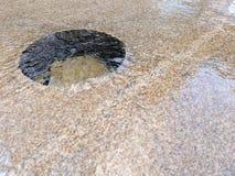 Vrij bewegend Water over Granietsteen stock fotografie