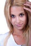 Vrij blond tienermeisje met lawaairing Royalty-vrije Stock Foto's