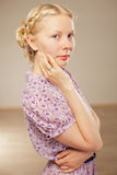 Vrij blonde meisje in retro stijl royalty-vrije stock foto