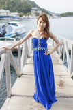 Vrij Chinees meisje met blauwe volledige kleding Royalty-vrije Stock Fotografie