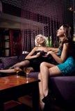 Vrij het jonge meisjes spreken Royalty-vrije Stock Foto's