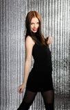 Vrij het verleidelijke modelvrouw dansen Stock Afbeeldingen
