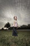 Vrij jong meisje in het park Stock Foto