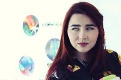 Vrij jong meisje met lange mooie haarstudie op universiteit, Royalty-vrije Stock Fotografie
