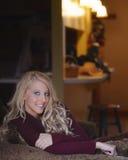 Vrij jong wijfje met blonde haar Stock Foto