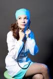 Vrij jonge arts met endoscoop Stock Foto's