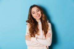 Vrij jonge gelukkige vrouw geïsoleerde status Royalty-vrije Stock Foto