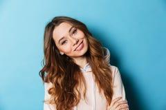 Vrij jonge gelukkige vrouw geïsoleerde status Royalty-vrije Stock Afbeeldingen