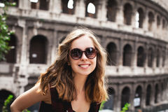 Vrij jonge meisjestoerist in Rome, Italië Stock Afbeeldingen