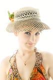 Vrij jonge vrouw in de zomerhoed het glimlachen Royalty-vrije Stock Foto's