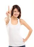 Vrij jonge vrouw die het vredesteken tonen stock foto's