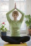 Vrij jonge vrouw het praktizeren yoga Royalty-vrije Stock Afbeelding
