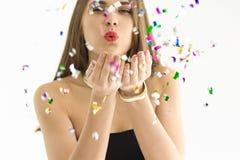 Vrij jonge vrouw met confettien Stock Afbeelding