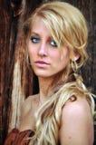 Vrij jonge vrouw met lang blonde haar Stock Foto's