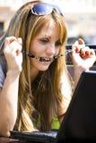 Vrij jonge vrouw met laptop stock afbeeldingen