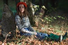 Vrij jonge vrouw met Liana op een voorgrond Royalty-vrije Stock Fotografie