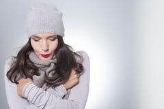 Vrij jonge vrouw op de wintermanier Stock Afbeeldingen