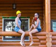 Vrij jonge vrouwenbouwer die rust hebben Stock Fotografie