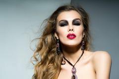 Vrij Kaukasische vrouw Stock Afbeeldingen