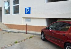 Vrij parkeren voor gehandicapten en veteranen van de Grote Patriottische Oorlog Stock Fotografie