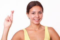 Vrij Spaans meisje die haar vingers kruisen Stock Afbeelding