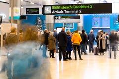 Vrijdag, 22 December, 2017, Dublin Ireland - mensen bij Eind 2 aankomst Stock Fotografie