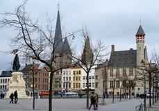 Vrijdagsmarkt广场在跟特,比利时的中心 免版税库存照片