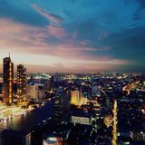 Vrijdagzonsondergang in Bangkok royalty-vrije stock afbeelding