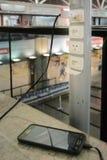 Vrije het laden contactdozen voor smartphones bij Curitiba-luchthaven Stock Afbeelding