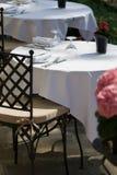 Vrije lijst voor twee bij het restaurant Royalty-vrije Stock Afbeeldingen