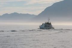 Vrije tijds Vissersboot die toeristenou nemen royalty-vrije stock foto