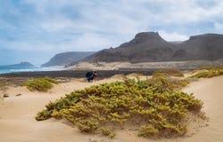 Vrijheid, ruimte, eenzaamheid en eenzame baai op de oostelijke kustlijn van Sao Vicente Island Cape Verde stock foto's