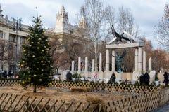 Vrijheidsvierkant Monumenten aan slachtoffers van Duits en Hongaars Nazisme royalty-vrije stock afbeeldingen