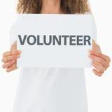 Vrijwilligers tonend een affiche royalty-vrije stock foto's