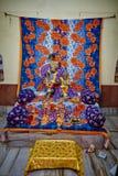 Vrindavan, il 22 ottobre 2016: Bello altare di Radha e di Krishna Fotografie Stock Libere da Diritti