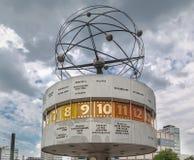 Världsklocka Alexanderplatz Berlin Fotografering för Bildbyråer