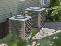 Värma och luft som betingar bostads- HVAC-enheter Fotografering för Bildbyråer