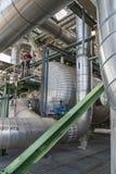Värmeexchanger i raffinaderiväxt Arkivbild