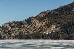 Vroeg de lentelandschap van bevroren het Meer Regionaal District van Colombia van het Oosten Kootenay Canada royalty-vrije stock fotografie