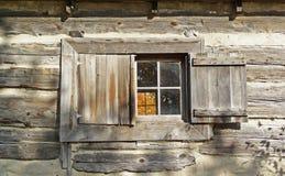 Vroeg het venster van de de 19de eeuwcabine royalty-vrije stock afbeelding