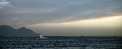 Vroeg ochtend overzees landschap stock afbeelding