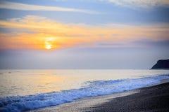 Vroeg Overzees van de Zuid- ochtendzonsopgang Vreedzaam van China Zeegezicht stock afbeeldingen