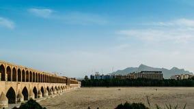 Vroeg wordt 17de c, Si-O Pol., ook als Allahverdi Khan Bridge wordt bekend, in Isphahan, Iran samengesteld uit 33 bogen die op ee Stock Foto's