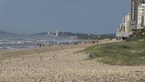 Vroege ochtend bij het strand van Elston ` s, het Paradijs van de aka` Surfer ` s, Australische Gouden Kust stock footage
