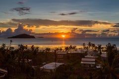 Vroege ochtend en zonsopgang over Vreedzame Oceaan in mata-Utu dorp, het kapitaal van Wallis en Futuna grondgebied wallis-et-Futu royalty-vrije stock fotografie