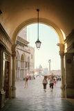 Vroege ochtend, het vierkant van San Marco in Venetië Stock Foto's